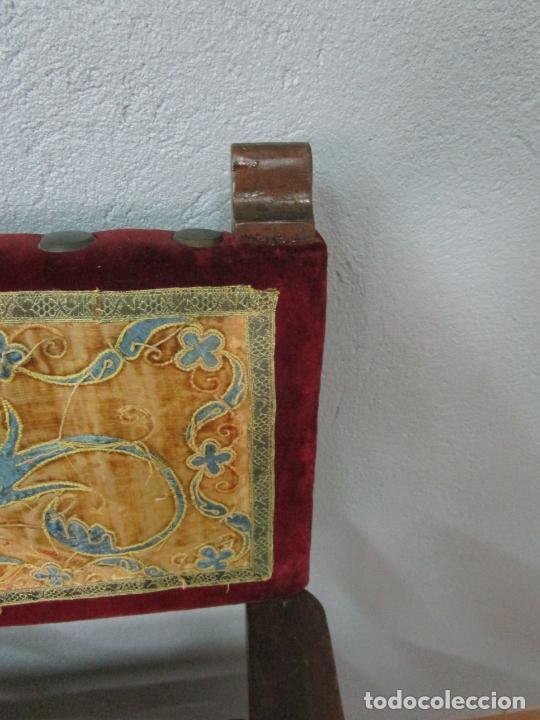 Antigüedades: Sillón Frailero - Madera de Nogal - Respaldo Bordado - Tapicería en Terciopelo - S. XVII-XVIII - Foto 16 - 209585303