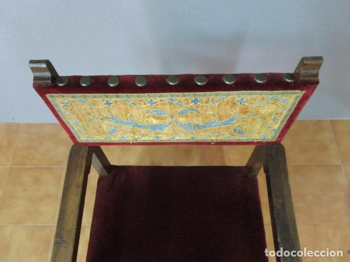 Antigüedades: Sillón Frailero - Madera de Nogal - Respaldo Bordado - Tapicería en Terciopelo - S. XVII-XVIII - Foto 17 - 209585303