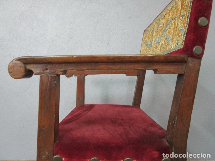 Antigüedades: Sillón Frailero - Madera de Nogal - Respaldo Bordado - Tapicería en Terciopelo - S. XVII-XVIII - Foto 20 - 209585303
