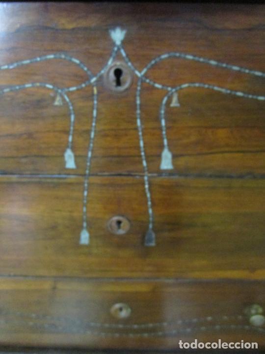 Antigüedades: Cómoda Isabelina - Madera Jacarandá - Marquetería en Zinc - Mármol - S. XIX - Foto 8 - 247818660