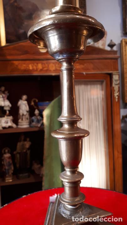 Antigüedades: CANDELERO DE BRONCES.XVIII. - Foto 4 - 209586612