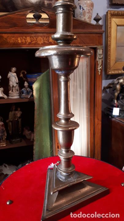 CANDELERO DE BRONCES.XVIII. (Antigüedades - Iluminación - Candelabros Antiguos)