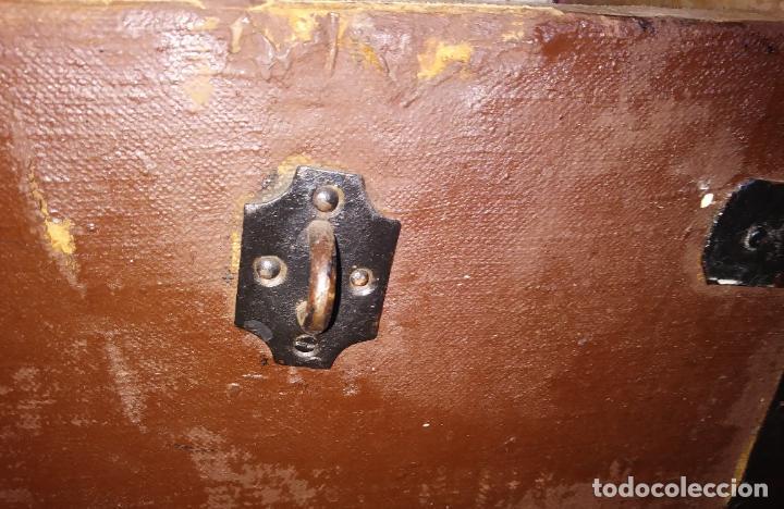 Antigüedades: Antigüo baúl de viaje en madera. - Foto 9 - 49275154