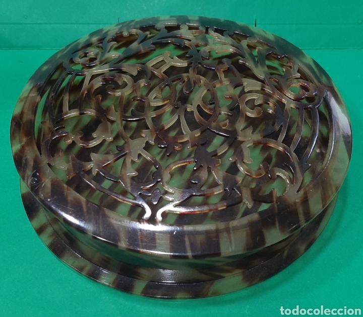 Antigüedades: PEINETA Y CAJA CALADA DE SIMIL CAREY. AÑOS 50. - Foto 3 - 209609043