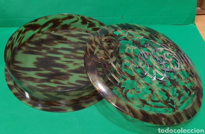 Antigüedades: PEINETA Y CAJA CALADA DE SIMIL CAREY. AÑOS 50. - Foto 4 - 209609043