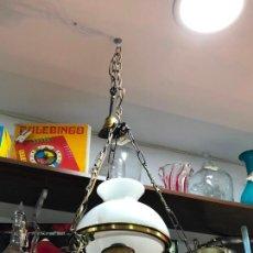 Antigüedades: PRECIOSA LAMPARA DE METAL DORADO CON TULIPA Y QUINQUE DE CRISTAL - MEDIDA TOTAL 120X33 CM. Lote 209610435