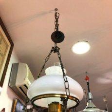 Antigüedades: PRECIOSA LAMPARA DE METAL DORADO CON TULIPA Y QUINQUE DE CRISTAL - MEDIDA TOTAL 120X33 CM. Lote 209610480