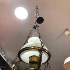 Antigüedades: PRECIOSA LAMPARA DE METAL DORADO CON TULIPA Y QUINQUE DE CRISTAL - MEDIDA TOTAL 120X33 CM. Lote 209610515