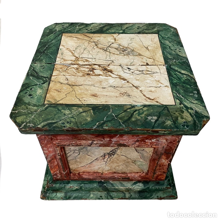 Antigüedades: Antigua peana, ménsula, pedestal, columna de madera para figura. Siglo XVII. 40x40x35 - Foto 2 - 165742170