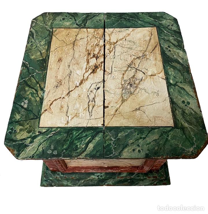 Antigüedades: Antigua peana, ménsula, pedestal, columna de madera para figura. Siglo XVII. 40x40x35 - Foto 4 - 165742170