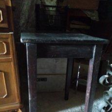 Antigüedades: ANTIGUA MESA ALTA Y ESTRECHA DE MADERA ALTURA 77 CM. ANCHO 49 X 40 CM.. Lote 209626336