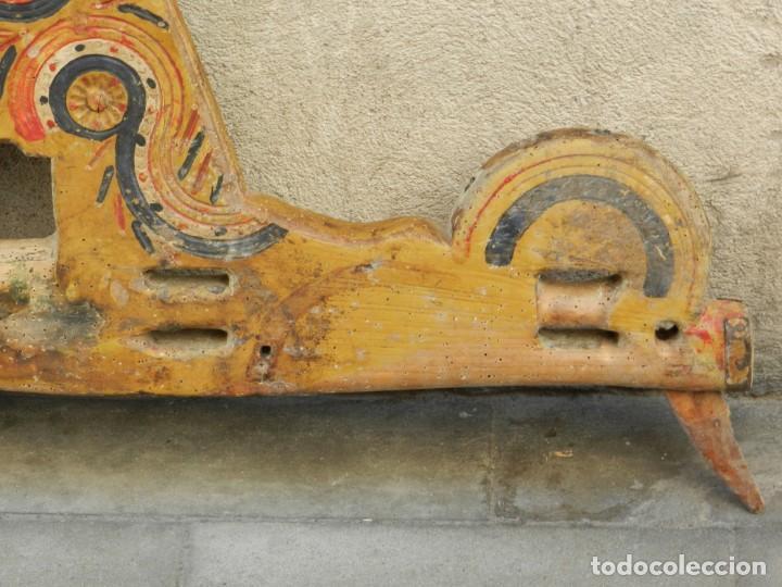 Antigüedades: (M) YUGO ANTIGUO DE MADERA LABRADO Y COLORIDO, 124X66X5CM, SEÑALES DE USO - Foto 10 - 209656466