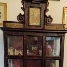 Antigüedades: VITRINA SIGLO XVII EN CAREY ROJO.. Lote 209709186