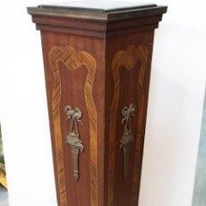Antigüedades: COLUMNA PEANA PEDESTAL EN MADERA Y BRONCE CON TABLERO DE MARMOL. Lote 209736822