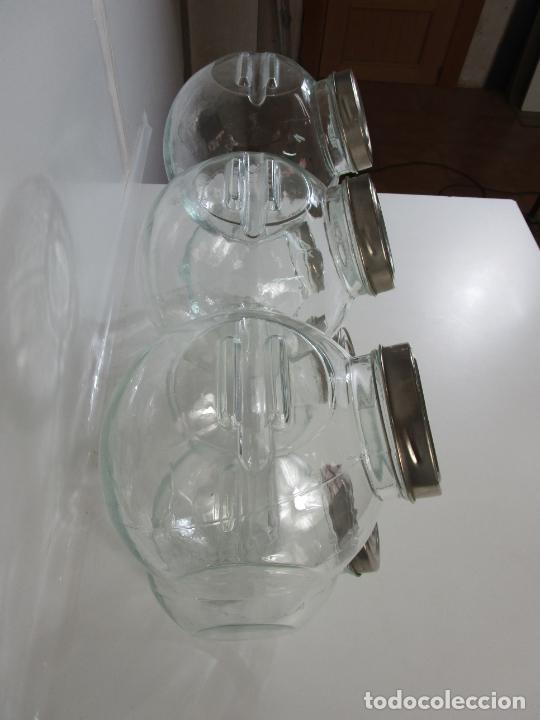 Antigüedades: Carameleros, Bomboneras - Cristal Redondo, Apilable - Tapón Metálico - de Antigua Tienda, Confitería - Foto 7 - 209740163