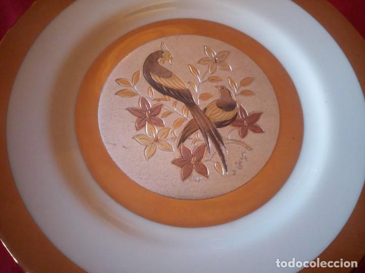 Antigüedades: Bonito plato en porcelana japonesa en técnica de grabado CHOKIN,1983 - Foto 3 - 221910027