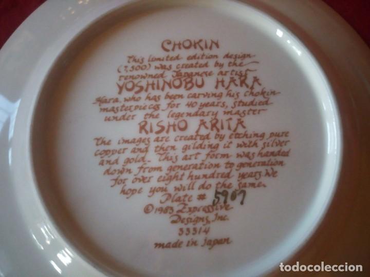 Antigüedades: Bonito plato en porcelana japonesa en técnica de grabado CHOKIN,1983 - Foto 5 - 221910027