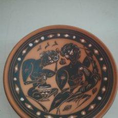 Antigüedades: PLATO DECORATIVO BARRO PINTADO. Lote 209804130