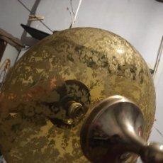 Antigüedades: LAMPARA DE TECHO, PLAFÓN DE CRISTAL COMO ESCARCHADO COLOR ÁMBAR. MIDE 70X35, EL CRISTAL 35X18,. Lote 209815355