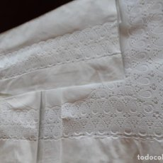 Antigüedades: ANTIGUA SÁBANA CON FUNDA CON BONITA TIRA BORDADA.. Lote 209819915