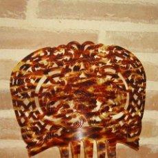Antigüedades: PRECIOSA PEINETA CALADA Y TRABAJADA EN SIMIL CAREY.. Lote 209887711