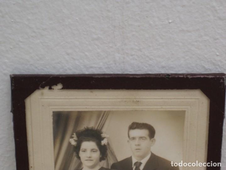 Antigüedades: Cuadro con foto en blanco y negro antigua. 19x14. - Foto 3 - 209926631