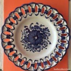 Antigüedades: PLATO TALAVERA, BORDES TROQUELADOS. Lote 209950470
