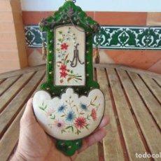 Antigüedades: MUY ANTIGUA BENDITERA O ESCAPULARIO CON BONITOS BORDADOS. Lote 209991845