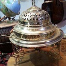 Antigüedades: BRASERO EN BRONCE CON SU TAPA DE REJILLA Y BADILA. AÑOS 60. PRECIOSO.. Lote 210003672