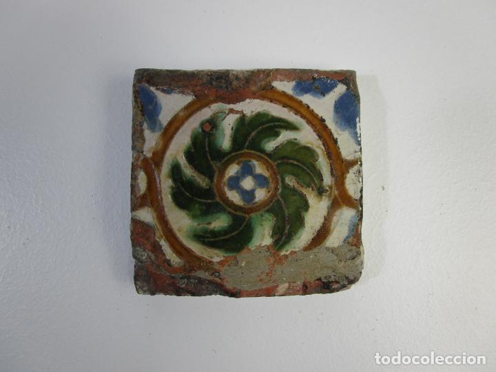 AZULEJO OLAMBRILLA DE ARISTA - ESTILO ÁRABE MUDÉJAR - TOLEDO - S. XVI (Antigüedades - Porcelanas y Cerámicas - Azulejos)
