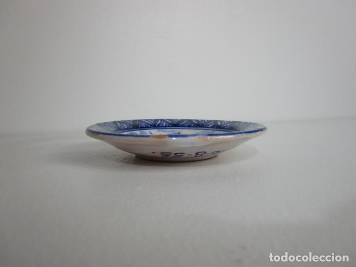 Antigüedades: Pequeño Plato - Cerámica esmaltada - Firma J. Roig - Amado Carreras Doll, Blanes - Año 1955 - Foto 2 - 210006932