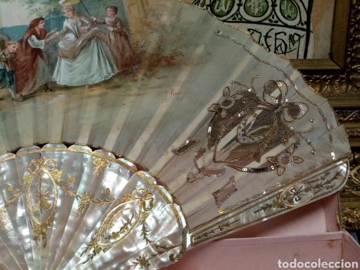 Antigüedades: Abanico pintado y firmado s.XIX varillaje en nacar y encaje. - Foto 10 - 139707260