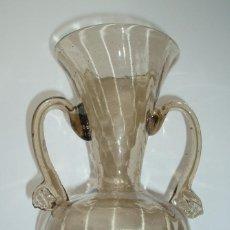 Antigüedades: PEQUEÑO JARRÓN DE VIDRIO SOPLADO. MALLORCA. SIGLO XX.. Lote 210011582
