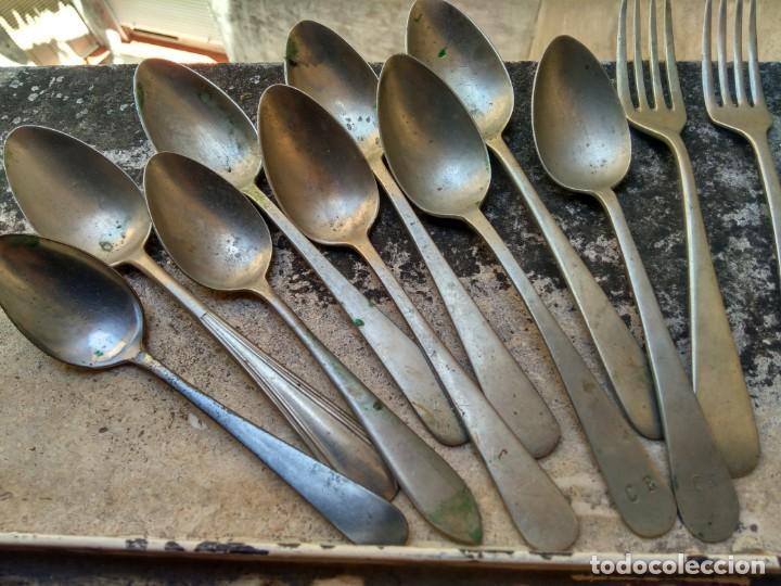 Antigüedades: BUEN LOTE DE CUBIERTOS ANTIGUOS - SIGLO XIX - CON MARCAJES: ALPACA GALLO CRUZ CARAVACA PLATIMETAL - Foto 6 - 210014123