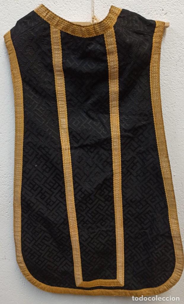 Antigüedades: Bella casulla negra con estola a juego. A1 - Foto 4 - 210029260