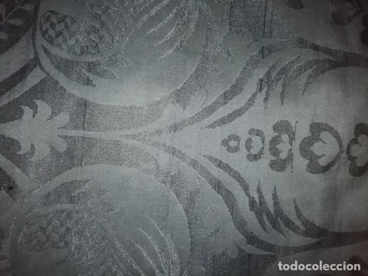 Antigüedades: PAREJA DE DALMATICAS NEGRAS CON COLLARINES - Foto 13 - 210042091