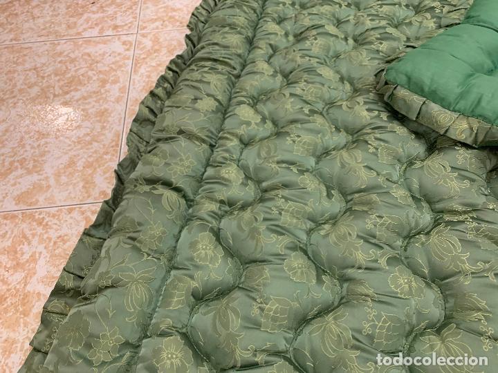 Antigüedades: Extraordinaria colcha antigua adamascada, ideal tambien para alfombra de juegos... Impecable - Foto 2 - 210042896