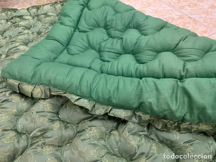 Antigüedades: Extraordinaria colcha antigua adamascada, ideal tambien para alfombra de juegos... Impecable - Foto 3 - 210042896