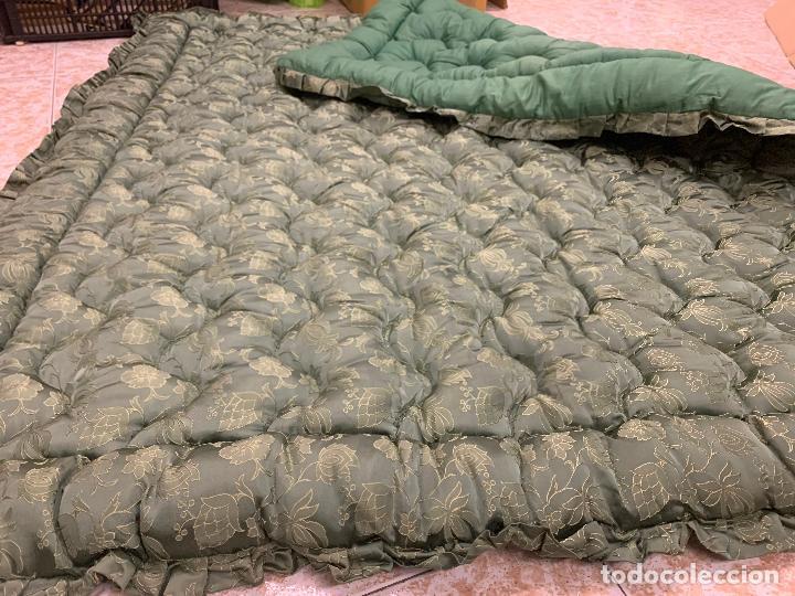 Antigüedades: Extraordinaria colcha antigua adamascada, ideal tambien para alfombra de juegos... Impecable - Foto 4 - 210042896