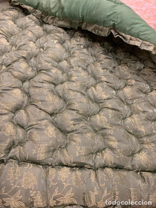 Antigüedades: Extraordinaria colcha antigua adamascada, ideal tambien para alfombra de juegos... Impecable - Foto 5 - 210042896