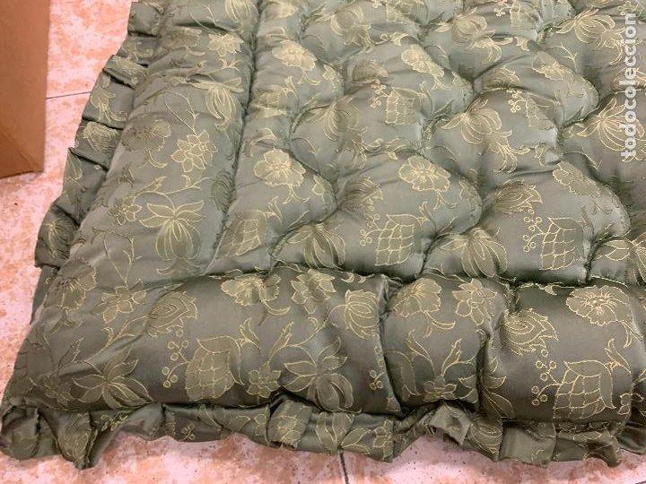 Antigüedades: Extraordinaria colcha antigua adamascada, ideal tambien para alfombra de juegos... Impecable - Foto 6 - 210042896