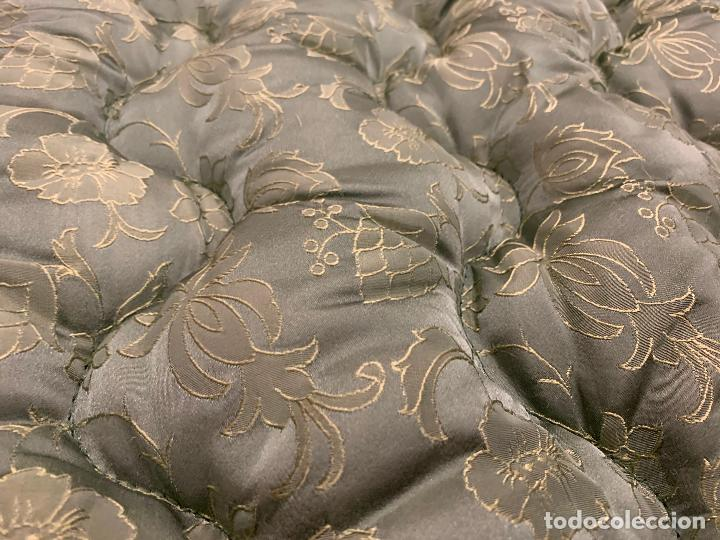 Antigüedades: Extraordinaria colcha antigua adamascada, ideal tambien para alfombra de juegos... Impecable - Foto 8 - 210042896