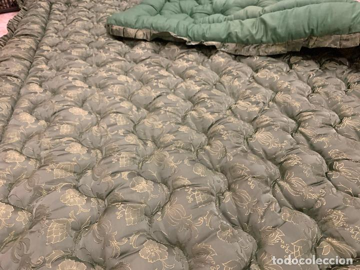 Antigüedades: Extraordinaria colcha antigua adamascada, ideal tambien para alfombra de juegos... Impecable - Foto 9 - 210042896