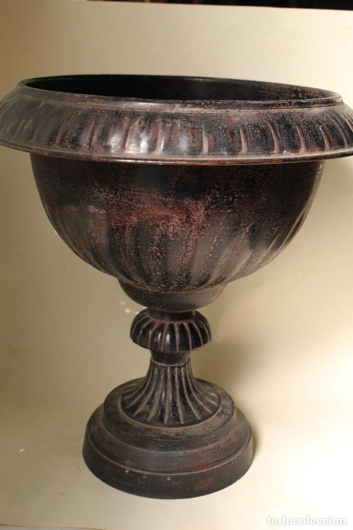 COPA DE JARDIN ANTIGUA DE METAL (Antigüedades - Hogar y Decoración - Jardineras Antiguas)