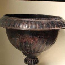 Antigüedades: COPA DE JARDIN ANTIGUA DE METAL. Lote 210043428