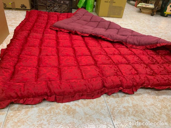 Antigüedades: Extraordinaria colcha antigua adamascada, ideal tambien para alfombra de juegos... Impecable - Foto 3 - 210047150