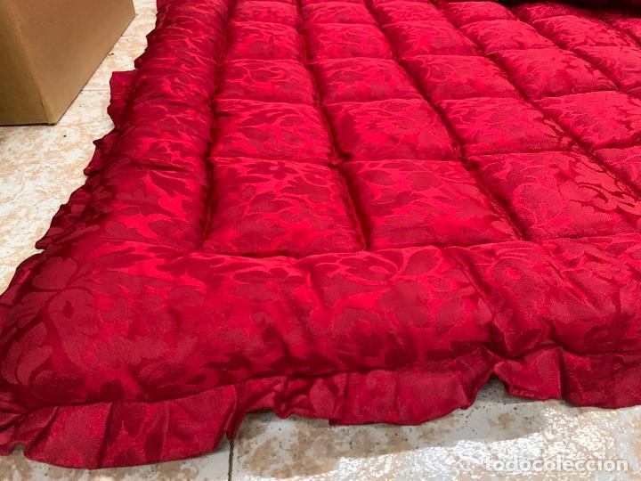 Antigüedades: Extraordinaria colcha antigua adamascada, ideal tambien para alfombra de juegos... Impecable - Foto 4 - 210047150