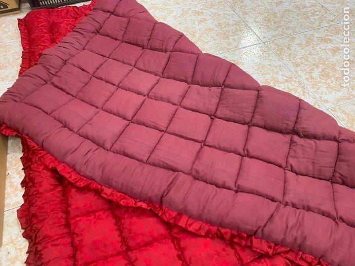 Antigüedades: Extraordinaria colcha antigua adamascada, ideal tambien para alfombra de juegos... Impecable - Foto 7 - 210047150
