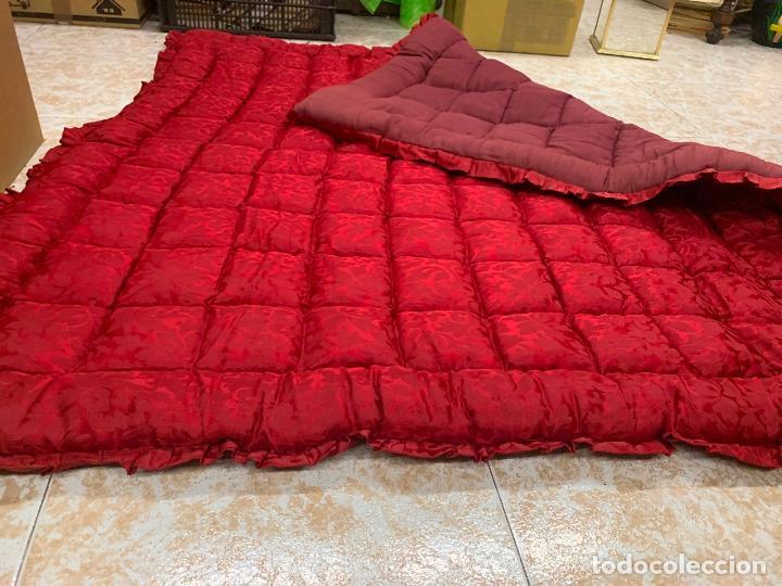 Antigüedades: Extraordinaria colcha antigua adamascada, ideal tambien para alfombra de juegos... Impecable - Foto 2 - 210047996
