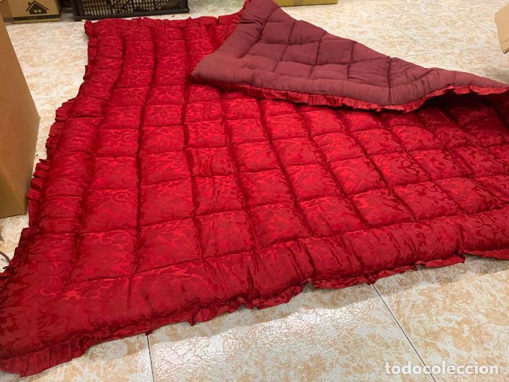 Antigüedades: Extraordinaria colcha antigua adamascada, ideal tambien para alfombra de juegos... Impecable - Foto 3 - 210047996